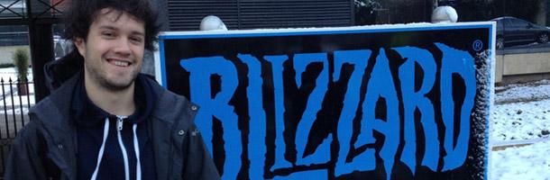 Mamytwink devant les locaux de Blizzard Europe