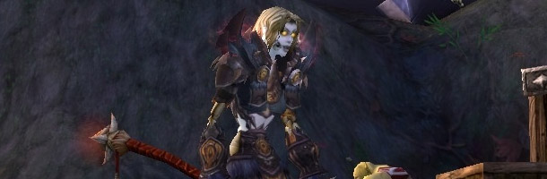 Muerta attend de pied ferme les joueurs de l'Alliance, son butin comprend une invitation pour les Bastonneurs