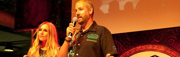 Cory Stockton (droite) lors du lancement de Mists of Pandaria