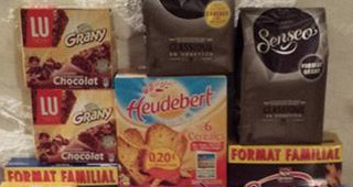 Ses réserves de biscuit, café et chocolat