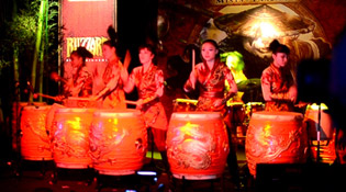 Une ambiance festive avec MANAO: Drums of China