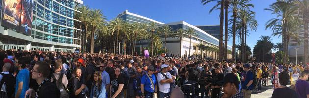 La foule attend l'ouverture de la Blizzcon