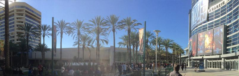 Le Anaheim Convention Center encore calme en ce jeudi