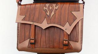 Le sac de la Horde porté à l'épaule