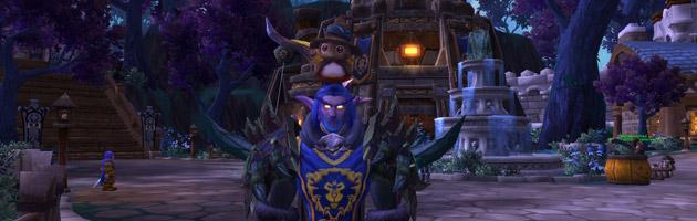 Deshiloh joueur de l'Alliance et Pépé avec son déguisement épouvantail