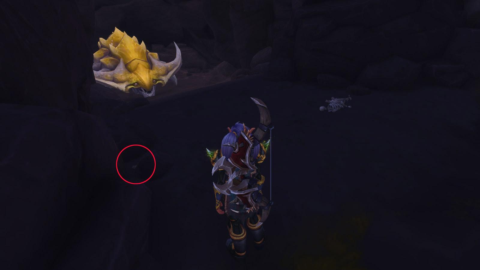 Le caillou se situe sur la gauche dans la grotte