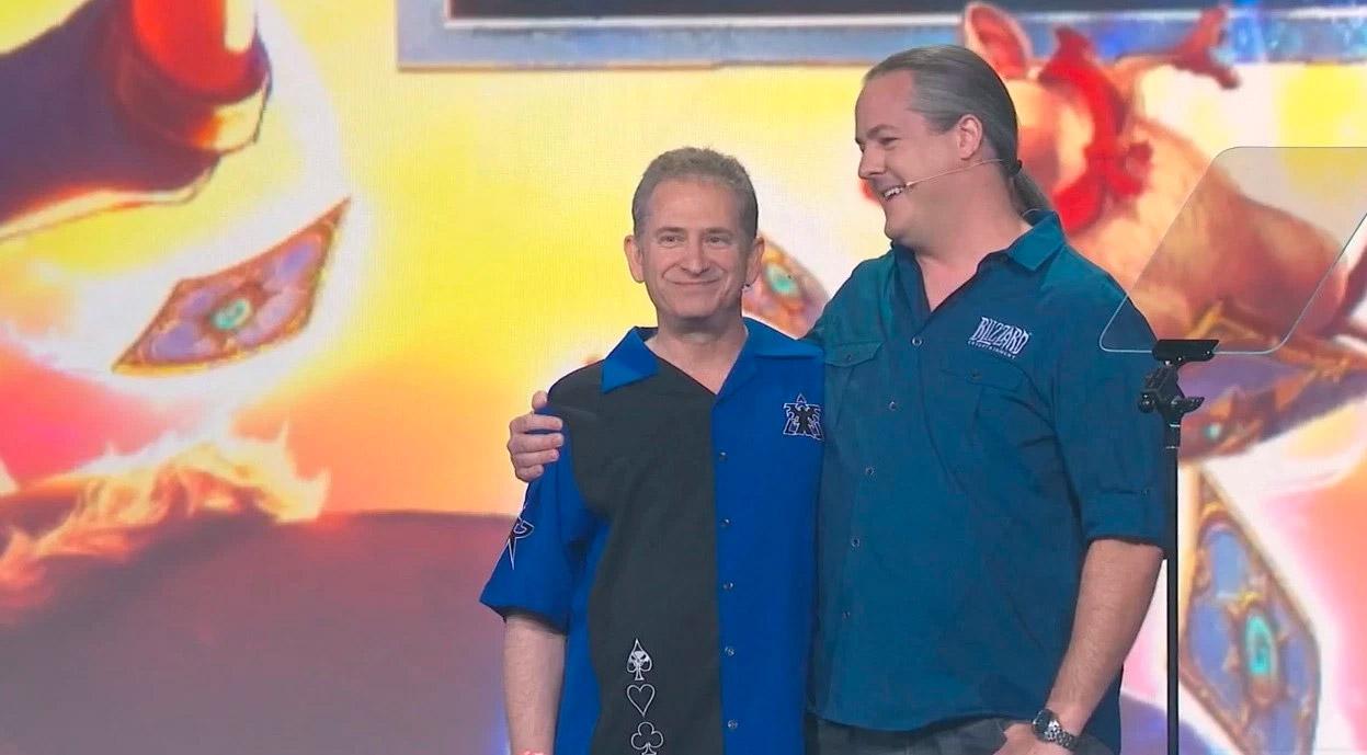 Mike Morhaime et son successeur J. Allen Brack lors de la BlizzCon 2018