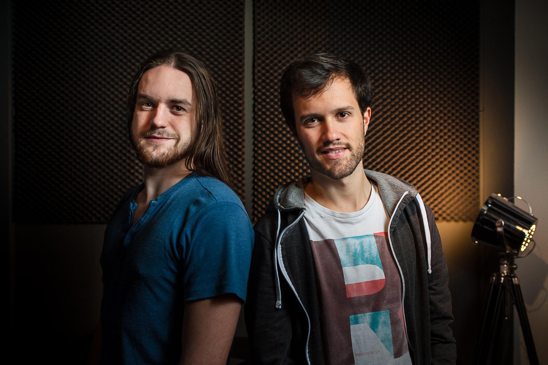 Zecharia et Mamytwink dans leur studio d'enregistrement vidéo !