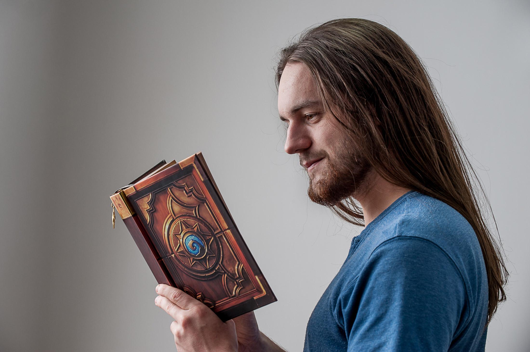 Zecharia vous conte les histoires des cartes de Hearthstone