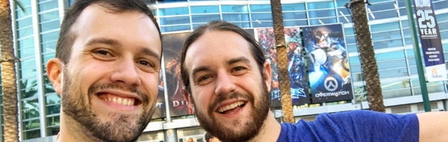 Mamytwink et Zecharia devant la Convention Center de Anaheim